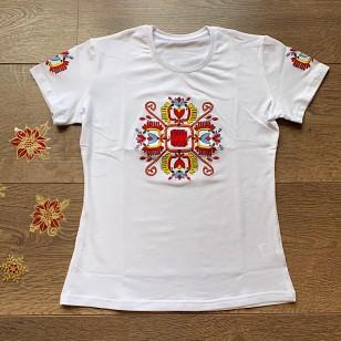 Стилна дамска тениска с народни мотиви